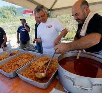 "Volunteers prepare ""Amatriciana"", a type of pasta dish created in Amatrice, at a tent camp in Sant'Angelo, following an earthquake in central Italy, August 28, 2016. REUTERS/Ciro De Luca"