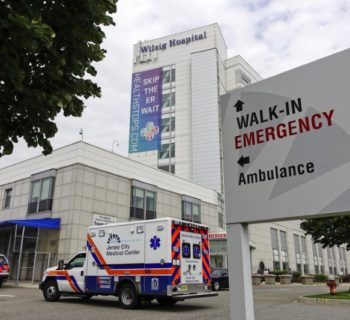 An ambulance arrives at the emergency unit of Jersey City Medical Center in Jersey City, New Jersey, September 11, 2014.  REUTERS/Eduardo Munoz